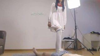 Chinese mistress extreme kicking slave ball ballbusting 初九女神小白鞋暴力踢裆恋足调教