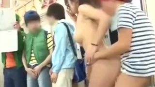 剧情:坏小孩痴汉,为考试成绩,在电车上凌辱美胸女老师