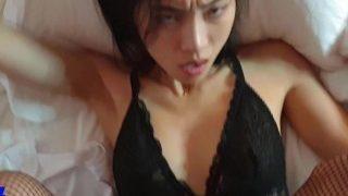 June Liu / SpicyGum – Bad Santa Fucking Hard an Asian Girl (short) 刘玥