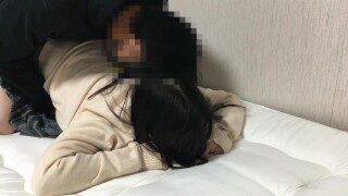 個撮【ロリ巨乳】18歳危険日に無許可中出し膣内射精をキメて妊娠させる。おまんこから溢れ出てくる逆流精液がエロい。。